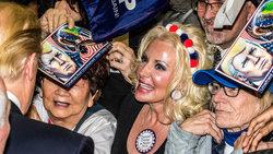 Präsidentschaftskandidat Donald Trump umringt von Anhängern