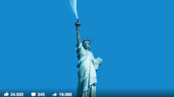 Freiheitsstatue, bei der Rauch aus der Fackel aufsteigt