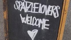 Streetfood: Schild am Spätzle-Stand