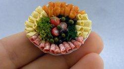 Große oder kleine Portion, hungrig oder satt? Beim Essen ist viel Psychologie im Spiel. Bei Essgestörten eindeutig zu viel