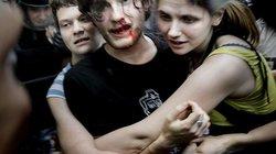 Seit dem Sommer 2013 gibt es in Russland ein Gesetz, das positive Äußerungen über Homosexualität in Medien oder in Anwesenheit von Minderjährigen unter Strafe stellt. Bei Demos dagegen kommt es immer wieder zu Prügelszenen