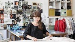 Sommerurlaub im Atelier: Inna Stein vom Berliner Label Steinrohner bereitet die Modenschauen in der Schweiz und Paris