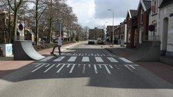 """Weniger Regeln erhöhen die Aufmerksamkeit und Rücksicht der Verkehrsteilnehmer, jedenfalls laut der Planungsphilosophie """"Shared Space"""". Allerdings gilt auch beim Kickflip rechts vor links."""