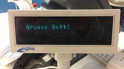 Eine Aufforderung zum Beten, hier an der Supermarktkasse? Mit den Augen von Zugewanderten betrachtet, hat der sprachliche Alltag in Deutschland so seine Fallstricke