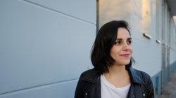 Julia Korbik auf einer Brücke