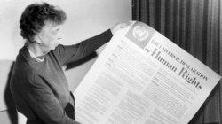 Eleanor Roosevelt mit der Menschenrechtserklärung