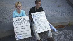 Montagsdemonstration (gegen Hartz IV), Magdeburg, Sachsen-Anhalt, August 2004 ( Foto: Maurice Weiss/OSTKREUZ )