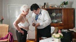 Amin Ballouz, der Arzt, dem die Frauen vertrauen. Und auch die Männer. Gerade die Älteren schätzen den Doktor als Gesprächspartner. Irgendwie verbindet es sie, dass Ballouz auch einen Krieg erlebt hat