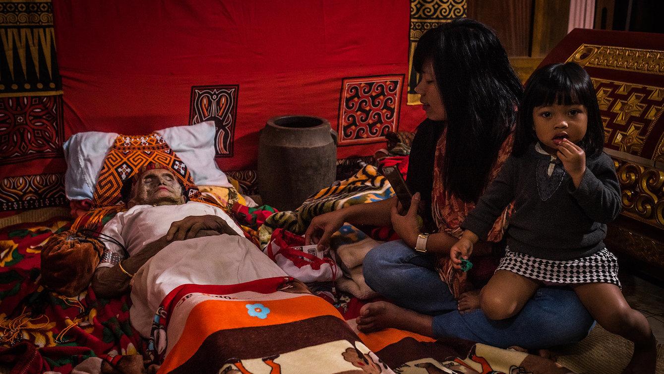 Indonesisches Ritual: Tote ausgraben