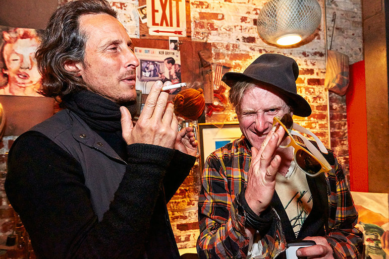 David und ein Kumpel auf einer Party (Foto: Christiane Paul Krenkler)