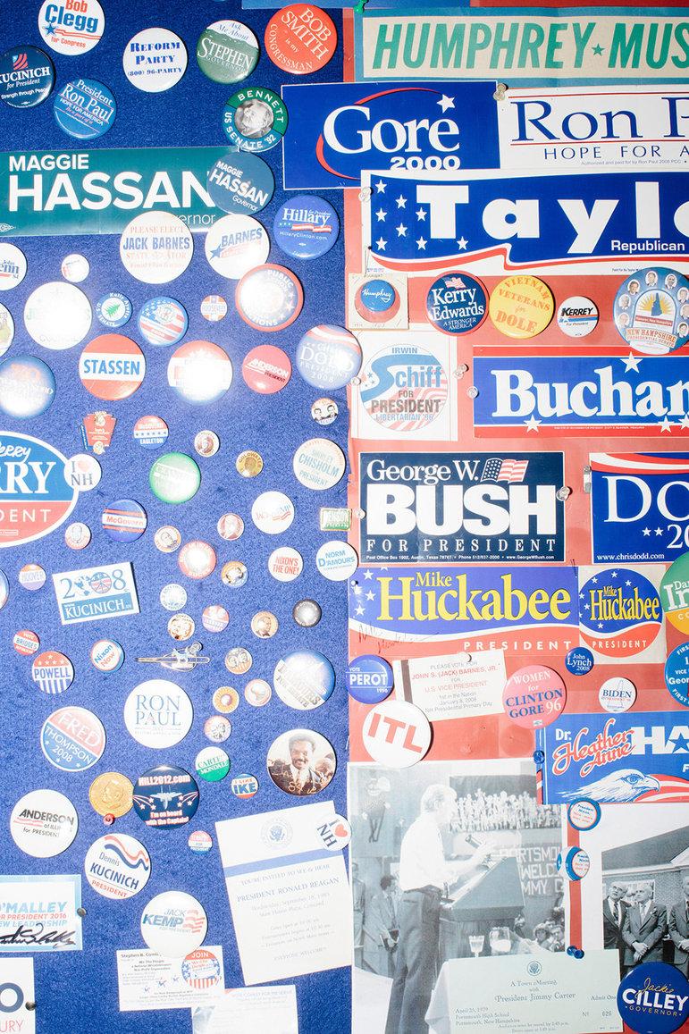 Buttons und Sticker  (Foto: M. Scott Brauer)