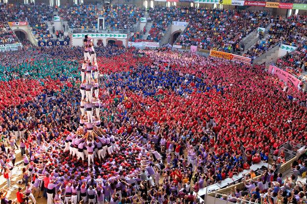 Katalanische Brauchtumspflege: Neben der Sprache gehört dazu auch der Bau der Castells. Die Tradition der Menschentürme reicht bis ins 18. Jahrhundert zurück und stammt aus Tarragona. (Foto: picture-alliance)