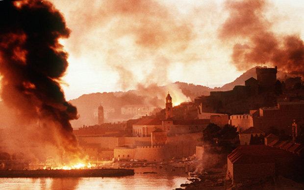 Dubrovnik brennt: Die Stadt im Süden Kroatiens war von Herbst 1991 bis Frühjahr 1992 schwer umkämpft (Foto: picture-alliance)