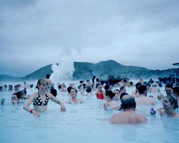 Mach mal Dampf: Hier kommen sich Isländer in einem heißen Naturpool näher (Foto: Agnieszka Rayss ANZENBERGER AGENCY)