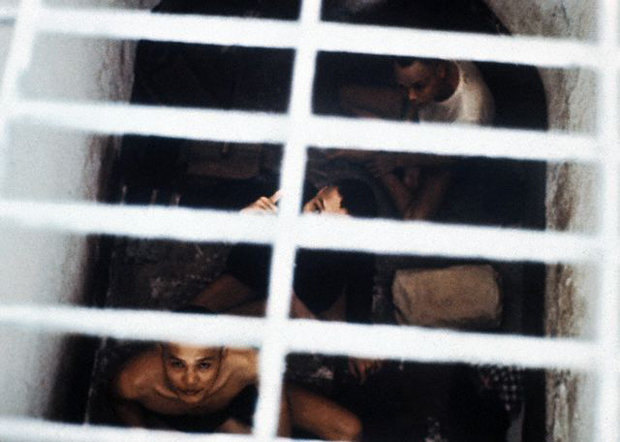 """Brutale Foltermethoden: Gefangene in einem """"Tiger Cage"""", das Foto entstand 1970 (Foto: Bettmann/CORBIS)"""