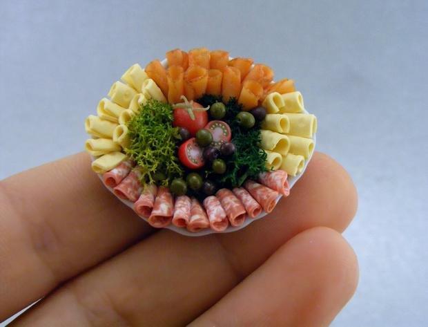 Große oder kleine Portion, hungrig oder satt? Beim Essen ist viel Psychologie im Spiel. Bei Essgestörten eindeutig zu viel (Foto: Shay Aaron)