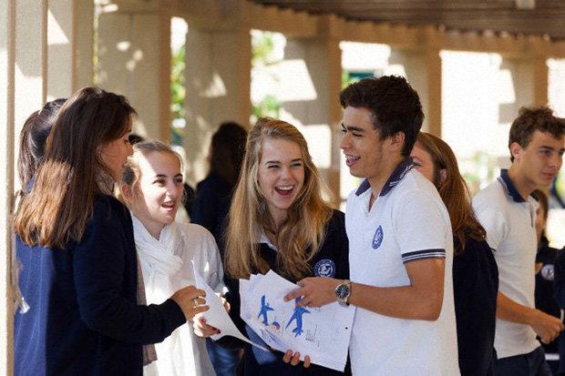 Haben gut lachen: Schüler, die aus der Mittelschicht stammen, haben in Frankreich deutlich bessere Chancen (Foto: Clint McLean/Corbis)
