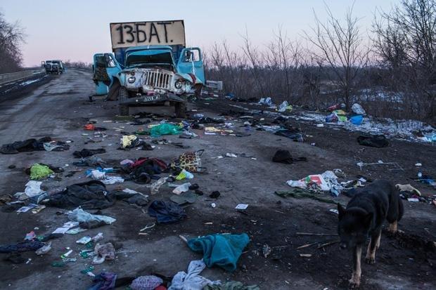 Dort, wo Rebellen gegen die ukrainische Armee kämpften, sieht man die Spuren der Verwüstung - wie hier in der Nähe der Stadt Debalzewo, die von den Separatisten eingenommen wurde
