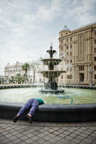 Geschöhnte Wahrheiten: Nicht leicht, den Dingen hier in Baku auf den Grund zu gehen (Foto: Rene Zieger / Ostkreuz)