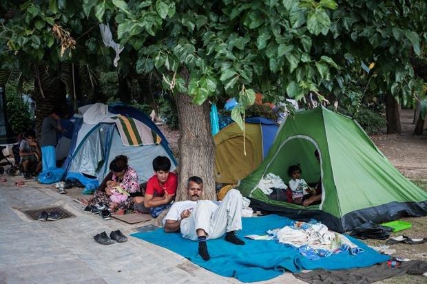 Provisorisches Camp: Flüchtlinge zelten in einem Park in Athen, Juli 2015 (Foto: Socrates Balagiannis)