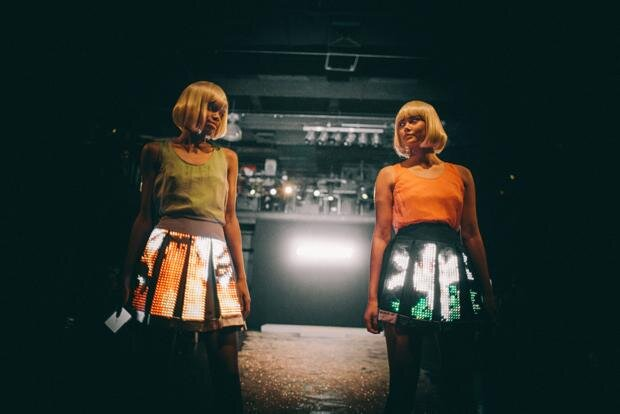 """Auch unter dem Aspekt Verkehrssicherheit ein gelungener Entwurf: zwei LED-Röcke von """"Cute Circute"""""""
