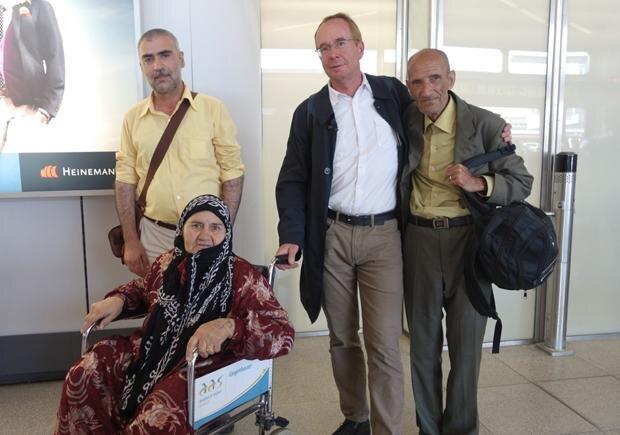 Nach viel Bürokratie am Ende doch auch eine ganze Menge Gefühl: Martin Keune holt zusammen mit Cheredin dessen Eltern am Flughafen ab (Foto: privat)