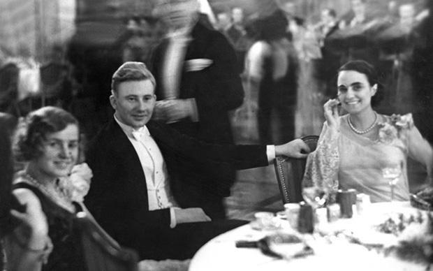 Glamouröse Partys, Jazz- und Tangoorchester, Kabarett – für sowas war Berlin bekannt. Ein Foto aus dem Jahr 1929 (Foto: © ullsteinbild)