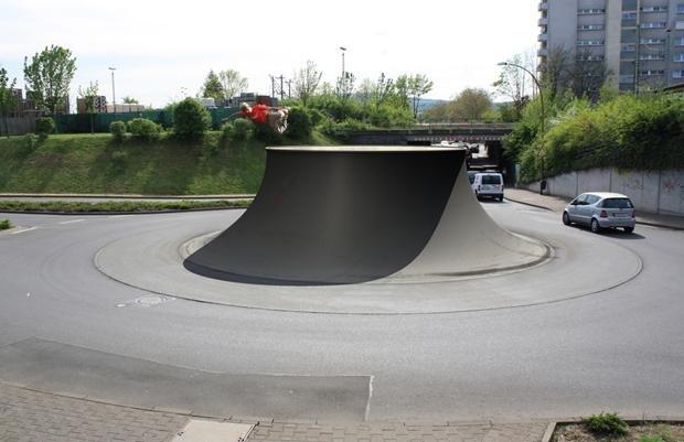 """Nicht überall funktioniert die Idee der Regellosigkeit: Auf vielbefahrenen Straßen zeigt """"Shared Space"""" keine positive Wirkung, wie Forscher der Universität Wuppertal herausgefunden haben (Robert Rickhoff)"""