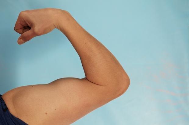 Beim Crossfit geht es nicht darum, wie Körper aussehen, sondern was sie können. Dieser Bizeps kann was! (Nicolai Rapp)