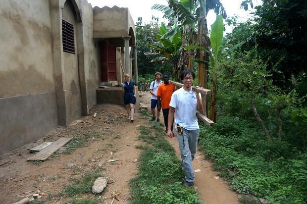 Ganz vorne mit dabei: Luc van Luong bei seinem Einsatz für eine Kita in Togo, die eine neue Wasserversorgung braucht (Foto: Ingenieure ohne Grenzen)