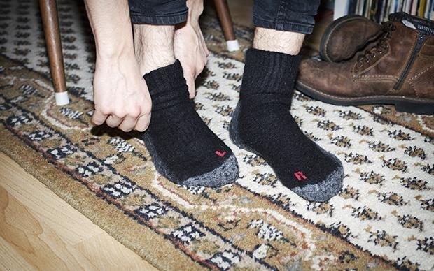 Linke und rechte Socke verwechselt? Passiert - auch Leuten, die keine Probleme beim Lesen haben. (Leon Reindl)