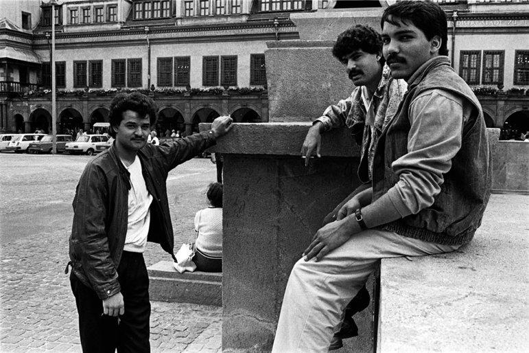 Junge Männer auf der Strasse