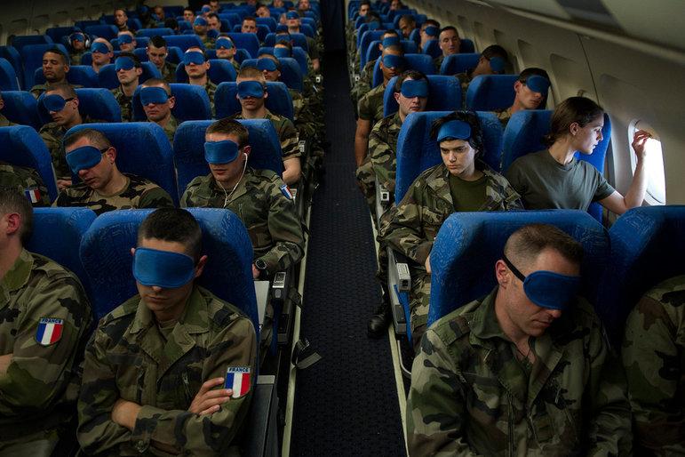 Französische Soldaten auf dem Rückweg von einem Afghanistan-Einsatz im Flugzeug