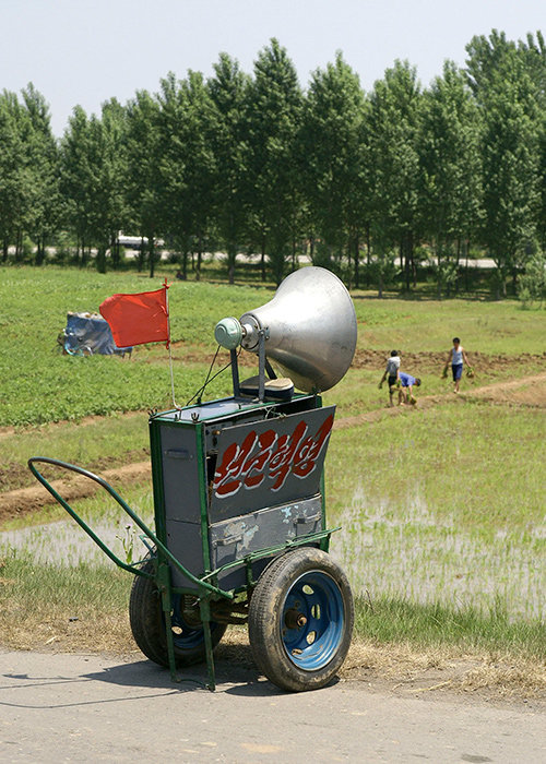 Lautsprecher an einem Feld (Foto:  Martin Tutsch ca. 2007)