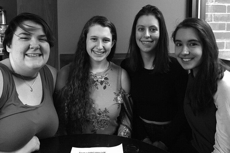 Mai Cunning (16), Michaela Hoenig (17), Kate Lebron (18) und Gabrielle Zwi (17) (Foto: privat)