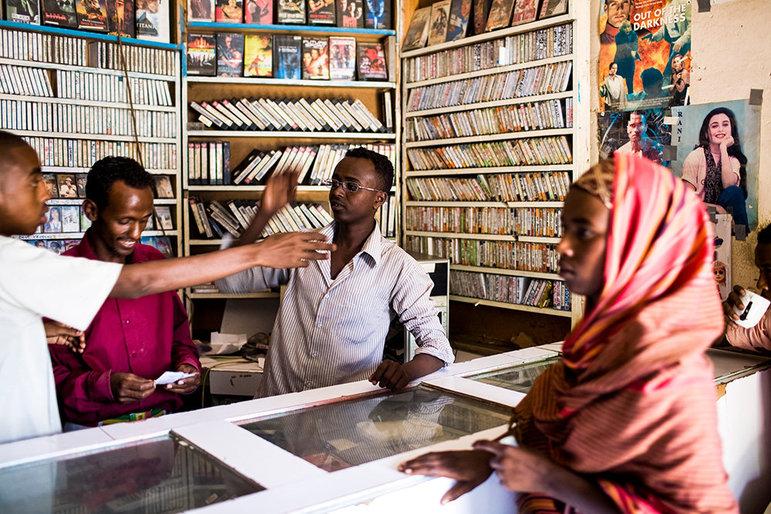 CD Laden in Somaliland (Foto: Narayan Mahon)