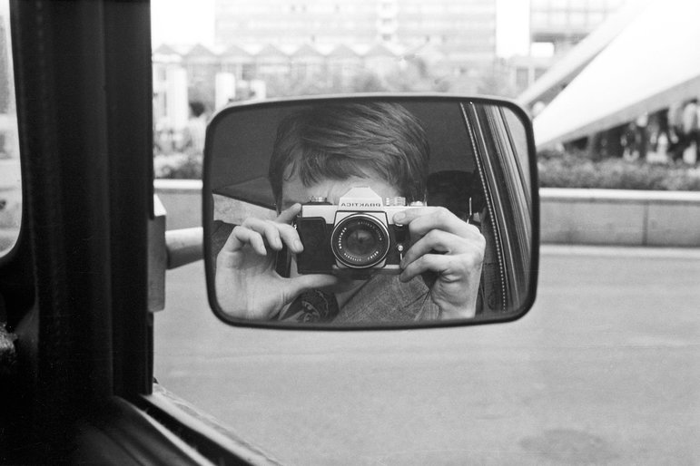 Stasi Agent fotografiert sich selbst