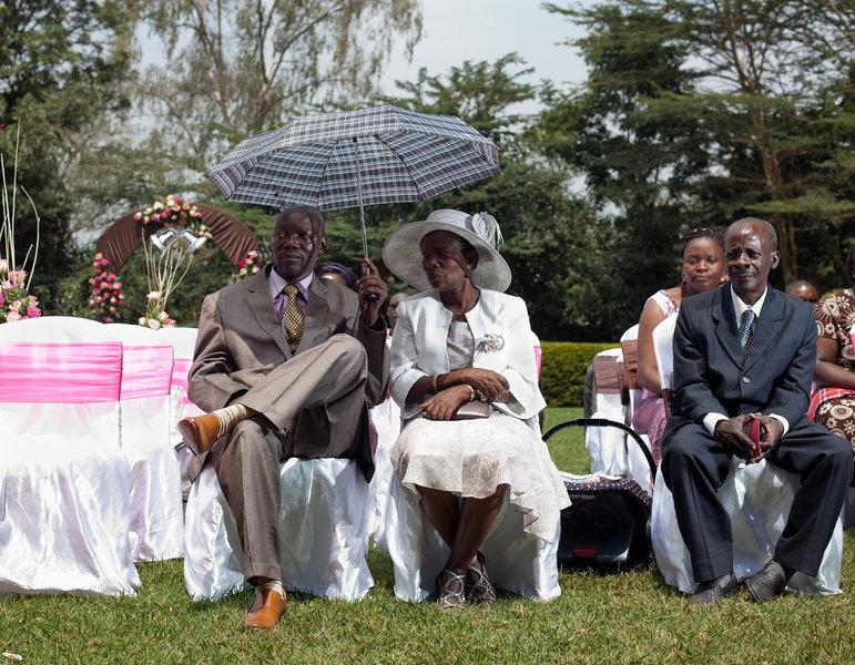 Gäste auf einer Hochzeit in Nairobi.