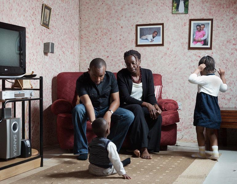 Danika ist Architektin, ihr Mann Mwongerika Geschäftsmann. Ihre Kinder heißem Ethan und Gabby.