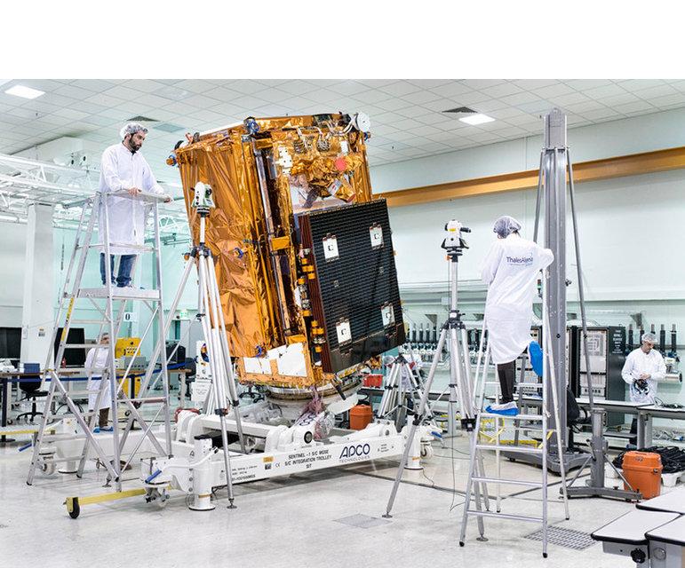 "Satellit Sentinel 1, EU-Programm ""Copernicus"". Das Erdbeobachtungssystem kann auch irreguläre Migration erkennen – November 2013, Rom, Italien."