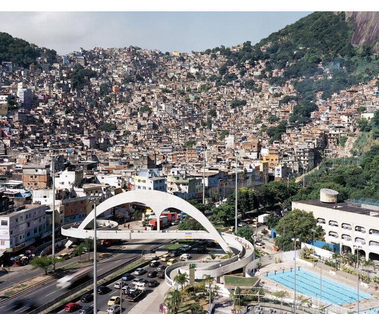 Blick Rocinha, Rio de Janeiro: Eingebettet in einer der reichsten Gegenden Rios, zwischen den Nobelvierteln Leblon und Ipanema.