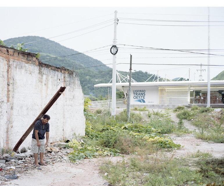 Vila Recreio, Rio de Janeiro: Jorges Haus wurde für den Bau eines Stationshäuschen der Schnellbuslinie abgerissen – das jetzt woanders steht.