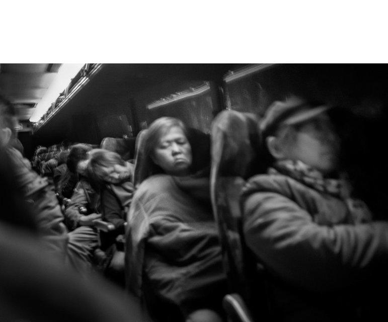 Ein Leben im Bus: Asiatische Migranten auf ihrem täglichen Weg ins Sands Casino in Bethlehem, Pennsylvania.
