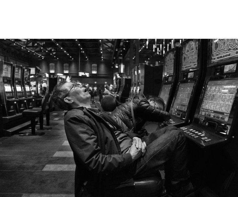 Schlafen statt Zocken: Die Pendler haben kein Interesse am Glücksspiel.