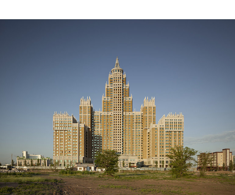 """Einfach überragend: Gegen das """"Triumph Astana"""" wirken alle anderen Gebäude wie eine Bungalowsiedlung"""