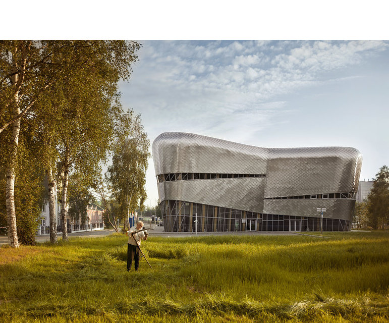 Für die Schach-WM 2010 wurde dieses Gebäude in dem Provinzstädtchen Chanty-Mansijsk erbaut