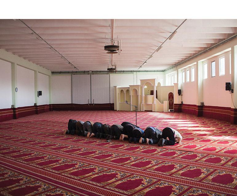 """Beim """"Dhur"""", dem Mittagsgebet –in einer Moschee in der Nähe von Venedig."""