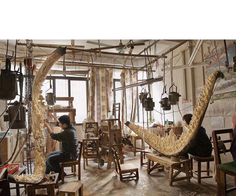 Elfenbeinschnitzereien haben in China eine lange Tradition. Heute sind sie noch immer begehrt - und kosten viel Geld