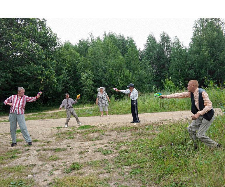 Für die Patienten der psychiatrischen Einrichtungen wird auch mal ein kleiner Freizeitspaß organisiert. Hier- Kampf mit Wasserpistolen