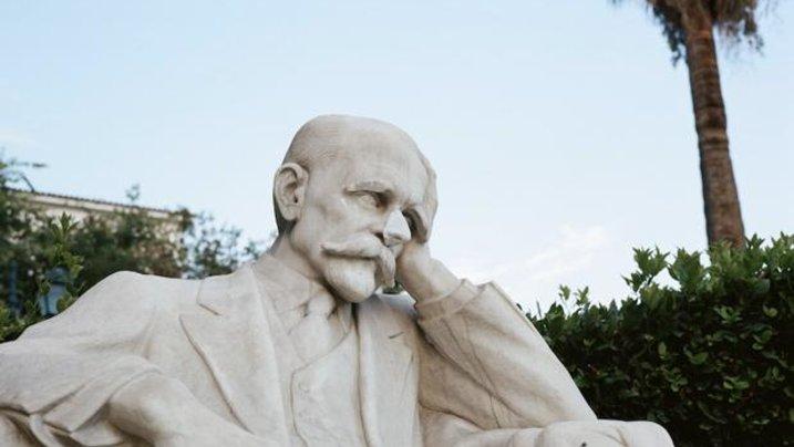 Ein Melancholiker aus Marmor, dem die Nase angeklebt werden musste. Irgendwie ein Sinnbild. Allerdings: Viele Griechen sind nicht nur melancholisch, sondern schier verzweifelt